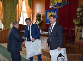 В Яворові представникам органів місцевого самоврядування вручили спортивний інвентар