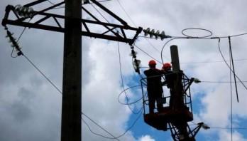 Енергетики продовжують роботи з відновлення електропостачання