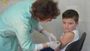 З початку кампанії з вакцинації від кору щепили понад дві тисячі дітей