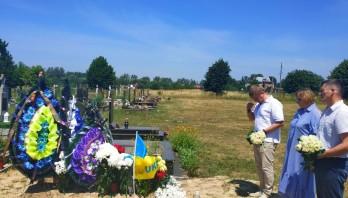Львівщина попрощалась із 30-річним Анатолієм Сорочинським. Герой загинув у зоні проведення ООС