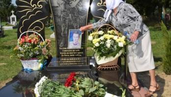 У с.Новини Яворівського району вшанували п'яту річницю від дня загибелі бійця АТО Тараса Пазина
