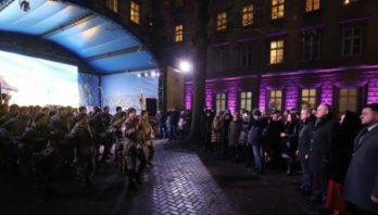 У дворику Львівської ОДА організували мистецьку акцію до Дня Соборності