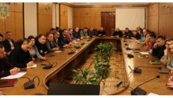Львівська ОДА рекомендує обмежити збори людей у групах до 10 осіб