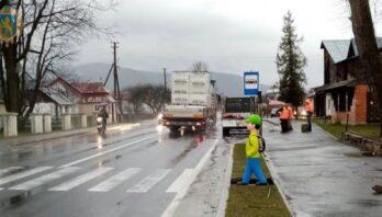 Безпека на дорогах: на Львівщині встановлюють манекени пішоходів