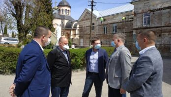 Максим Козицький передав для Яворівської центральної районної лікарні медичний вантаж