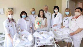 Передчасно народжену трійню виписали із Львівського перинатального центру додому