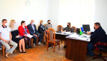 Володимир Дзюнька провів нараду щодо проблемних питань комунальних некомерційних підприємств району