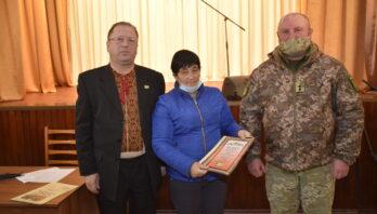 """У РНД """"Сокіл"""" м. Яворова відбулось нагородження подякою батьків, чиї сини проходять службу в лавах Збройних сил України"""
