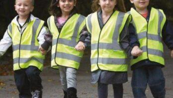Дітям – безпеку: вісім шкіл Львівщини безплатно отримають комплекти світловідбивальних жилетів
