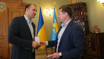 Максим Козицький вручив відзнаки Ради національної безпеки двом військовим медикам із Львівщини