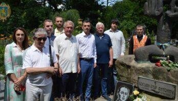На Янівському кладовищі вшанували 84-ті роковини від дня смерті поета Богдана-Ігоря Антонича