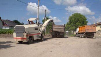 На автомобільній дорозі Випучки-Рудники розпочали ремонтні роботи