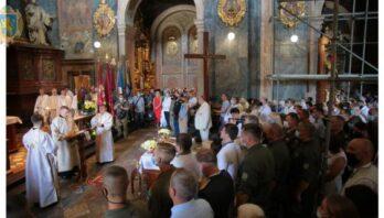 У Гарнізонному храмі святих апостолів Петра і Павла відбулася урочиста літургія з нагоди Храмового празника