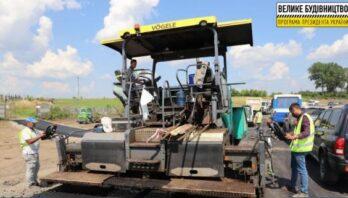 На дорозі Єдності Стрий-Ізварине, що проходить через кілька областей країни цілодобово працюють ремонтні служби
