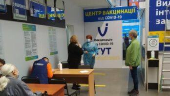 Новий центр вакцинації відкрили у «Епіцентрі» в Сокільниках