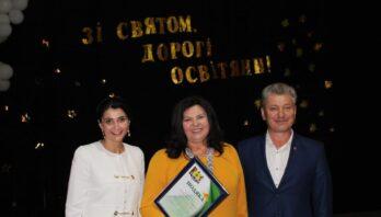Працівників освіти Мостиської територіальної громади привітали з професійним святом