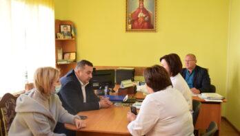"""""""Пріоритетним завданням наразі є процес вакцинації освітян"""" — говорить Володимир Дзюнька."""