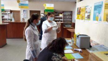У відділеннях «Укрпошти» на Львівщині відкрили центри вакцинації для пенсіонерів