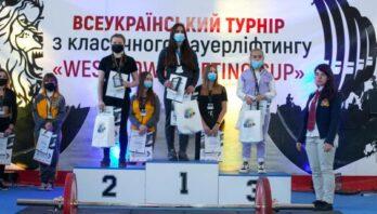 Майже 100 спортсменів взяли участь у турнірі пауерліфтингу